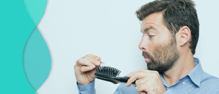 homem com cabelo caindo