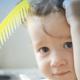 O que causa queda de cabelo em crianças